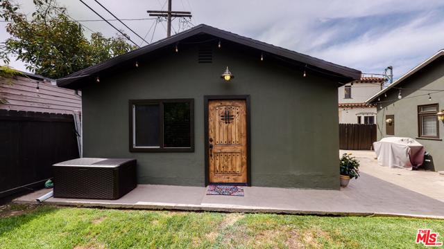 166 N GARDNER Street, Los Angeles CA: http://media.crmls.org/mediaz/8D6B1B6B-F963-46A7-97B1-56E99EB566FF.jpg