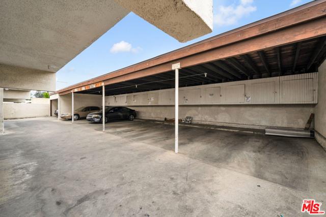 18521 Prairie Street, Northridge CA: http://media.crmls.org/mediaz/8D90B22C-7A84-44D5-B293-6350A66C8F90.jpg