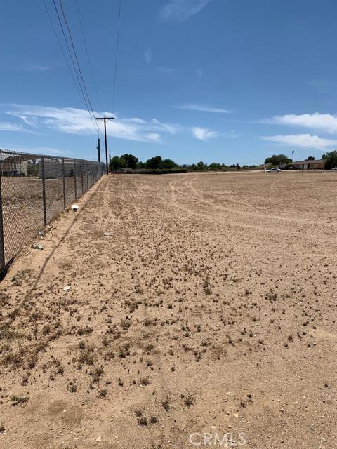 13970 Bonanza Road, Victorville CA: http://media.crmls.org/mediaz/8DFED54C-727E-40E3-A87B-8EE6AC7D0F4D.jpg