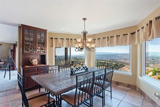 3223 Red Mountain Heights Dr., Fallbrook CA: http://media.crmls.org/mediaz/8EB95442-0EBD-4842-AC3D-242F84041BAE.jpg