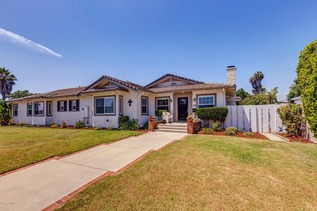 Photo of home for sale at 33 Carriage Square, Oxnard CA