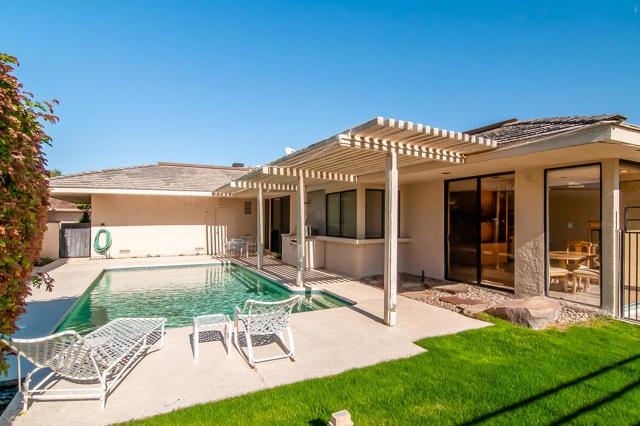 25 Columbia Drive, Rancho Mirage CA: http://media.crmls.org/mediaz/8EE4AD8B-86E4-4088-B914-7CD1F7518F5F.jpg