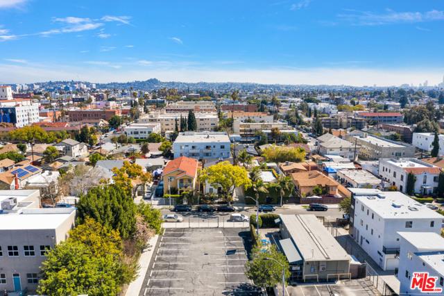 1002 N Ridgewood Place, Los Angeles CA: http://media.crmls.org/mediaz/8F661807-1A58-4960-B2E5-3C1EAC046A24.jpg