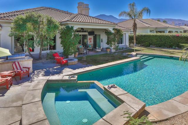 81410 Golf View Drive, La Quinta CA: http://media.crmls.org/mediaz/8F6880D6-D754-4F5F-AA55-642325AF6B3E.jpg