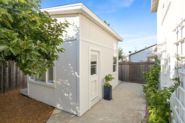 608 Juanita Avenue, Millbrae CA: http://media.crmls.org/mediaz/8F911F5A-9EEA-4171-BF70-F55979D866A7.jpg