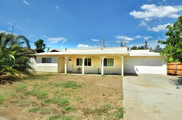Photo of home for sale at 41934 Stetson Ave, Hemet CA