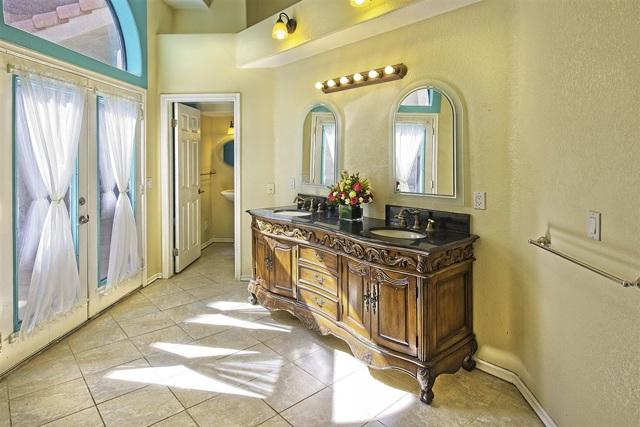 8585 Great House, Yucca Valley CA: http://media.crmls.org/mediaz/902747E6-51CD-46C7-83BF-1568B7F96515.jpg