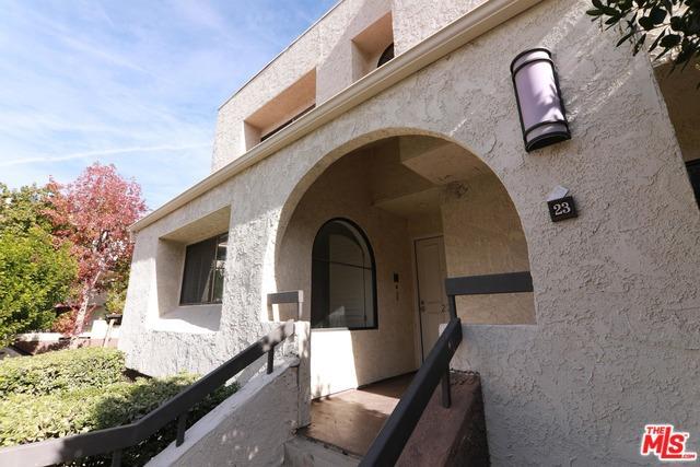 21620 BURBANK Boulevard, Woodland Hills CA: http://media.crmls.org/mediaz/90348914-9DE2-46E0-999C-77240B9D6C71.jpg