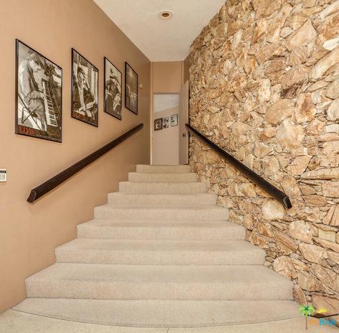 1350 Ladera Circle, Palm Springs CA: http://media.crmls.org/mediaz/9068FB43-5771-47A6-8944-947DEB152129.jpg