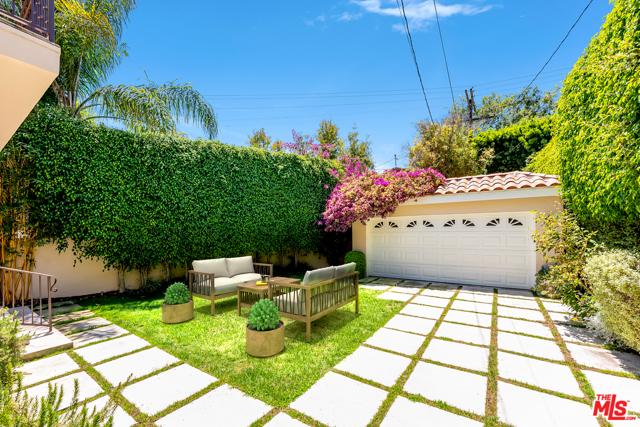 2059 Thayer Avenue, Los Angeles CA: http://media.crmls.org/mediaz/908AED9D-87AB-4FAC-91CE-65CEE6AC687E.jpg