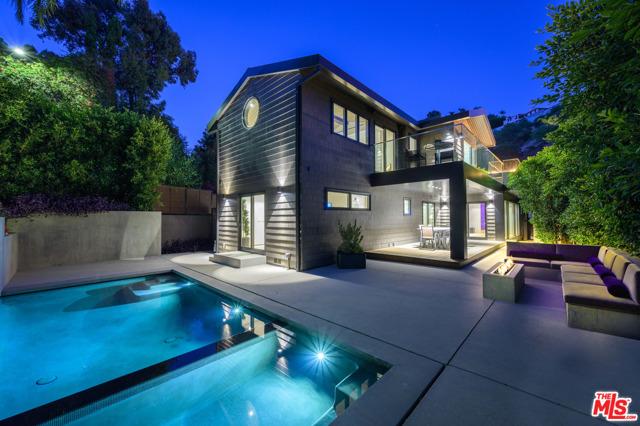 8808 THRASHER Avenue, Los Angeles CA: http://media.crmls.org/mediaz/90A39744-D097-4640-963B-9E3EFD9C41DF.jpg