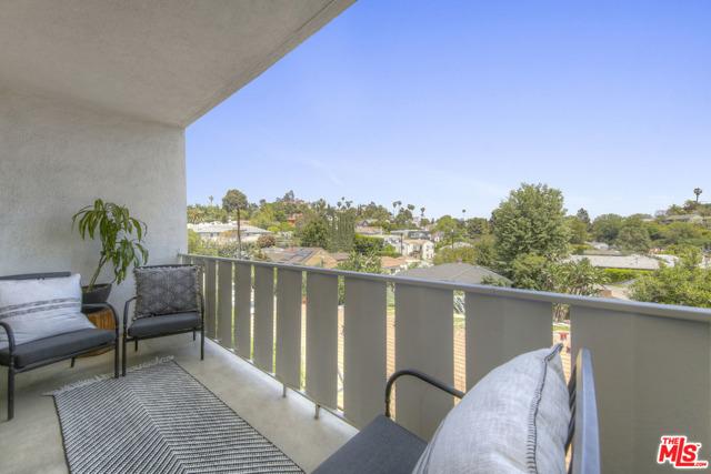 4343 Finley Avenue, Los Angeles CA: http://media.crmls.org/mediaz/90E59F0B-5E9C-458F-9BC3-A5CABD523401.jpg