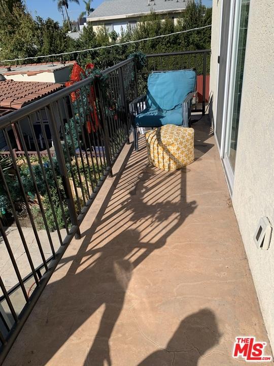2038 2040 Butler Avenue, Los Angeles CA: http://media.crmls.org/mediaz/90E5E4CC-D2EE-4700-A35A-35ADA7C7FB58.jpg