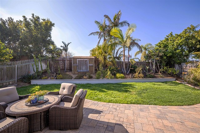 1228 Greenlake Dr, Cardiff by the Sea CA: http://media.crmls.org/mediaz/90FAAA1C-D92B-4527-A8E9-C797D138980C.jpg