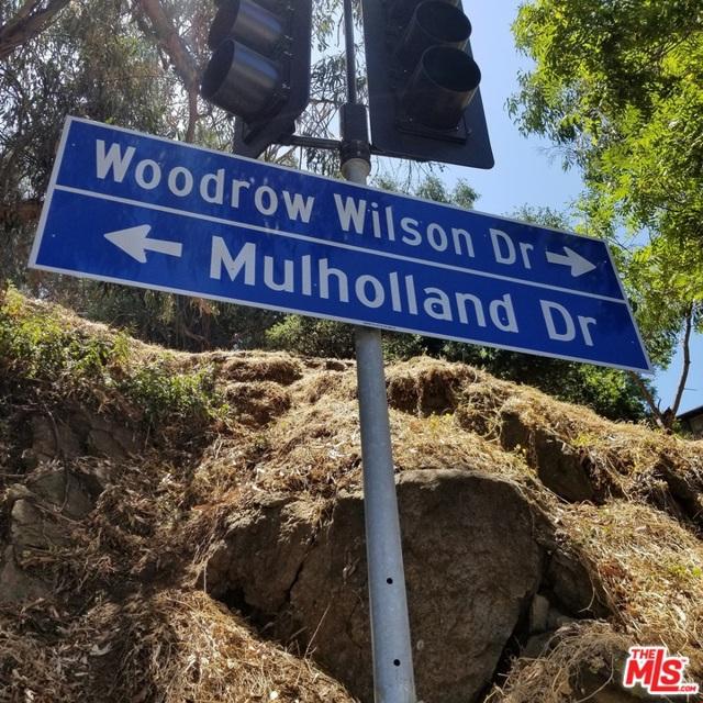 7192 Woodrow Wilson Drive, Los Angeles CA: http://media.crmls.org/mediaz/910210B1-EB96-4905-ABAB-970296519EDE.jpg