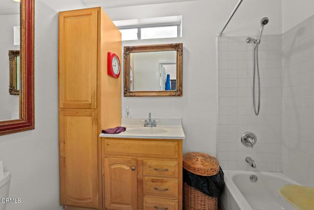 9716 Helen Avenue, Shadow Hills CA: http://media.crmls.org/mediaz/9127D11F-0ECB-403A-A032-40A27D5A976A.jpg