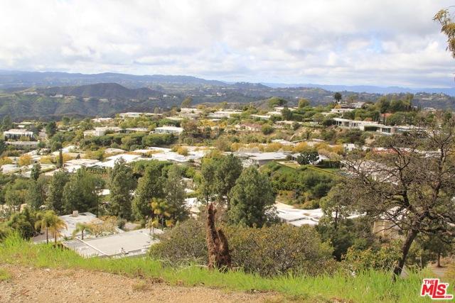 9229 Crescent Drive, Los Angeles CA: http://media.crmls.org/mediaz/916A818C-563A-438C-B871-9BF4BDEAC6D3.jpg