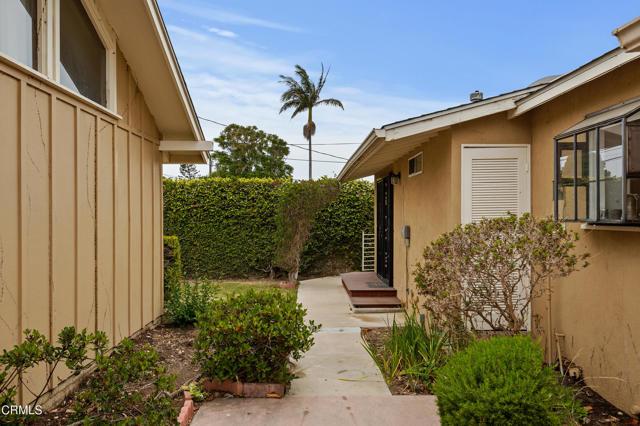 484 Rancho Drive, Ventura CA: http://media.crmls.org/mediaz/919855AC-A176-4B89-A96E-BB33D1BA800E.jpg