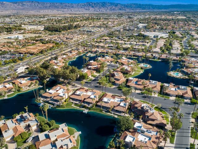 212 Desert Lakes Drive, Rancho Mirage CA: http://media.crmls.org/mediaz/91997252-9921-452F-8A7E-08C9472C7F16.jpg