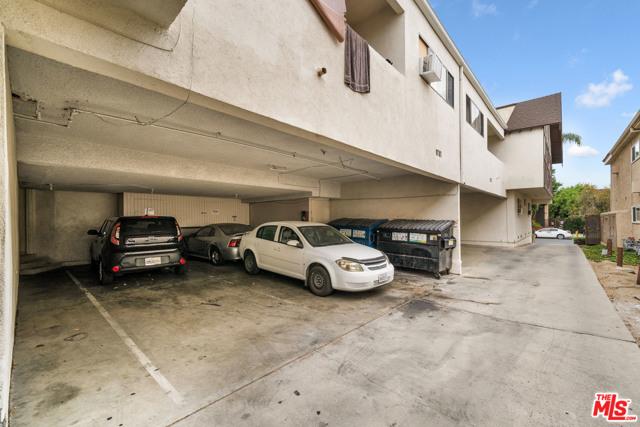 18521 Prairie Street, Northridge CA: http://media.crmls.org/mediaz/91A2FFBA-C5C0-471C-B7E0-EA6A1893DBC3.jpg