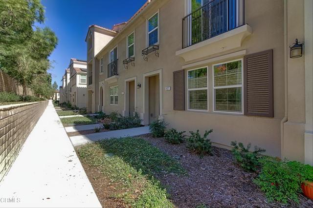 437 Castiano Street, Camarillo CA: http://media.crmls.org/mediaz/91EE746F-0D49-491D-9B1A-4A264629796A.jpg