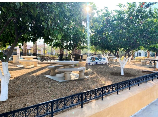 412 Via De La Paz, Palm Desert CA: http://media.crmls.org/mediaz/9273503D-239E-4AE0-9FEF-476174550B1D.jpg