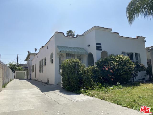 6544 S Victoria Avenue, Los Angeles CA: http://media.crmls.org/mediaz/93372E12-FD13-4E79-B11B-A51D0F54B482.jpg