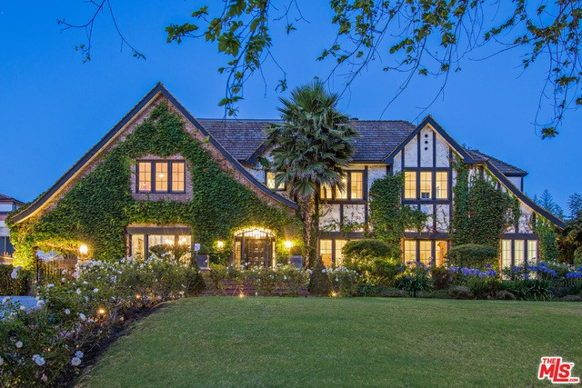 Single Family Home for Sale at 624 Rimpau Boulevard S Los Angeles, California 90005 United States