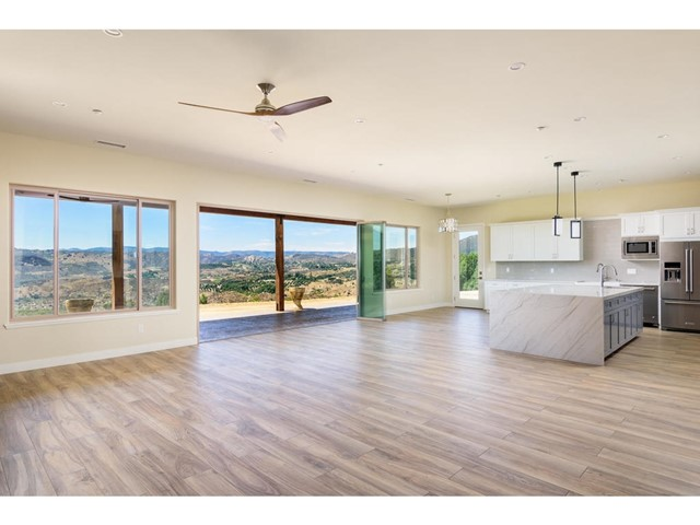 Photo of 1402 Riverview Dr, Fallbrook, CA 92028