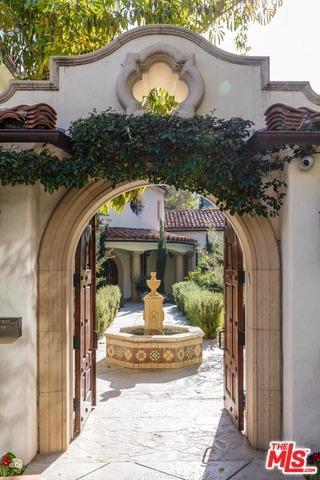 9308 READCREST Drive, Beverly Hills CA: http://media.crmls.org/mediaz/93DFA7B4-134B-45E7-B98C-D5C567F34936.jpg