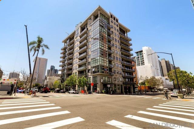 1494 Union St., San Diego CA: http://media.crmls.org/mediaz/93F85C42-6978-457A-BCFD-332079B4B733.jpg