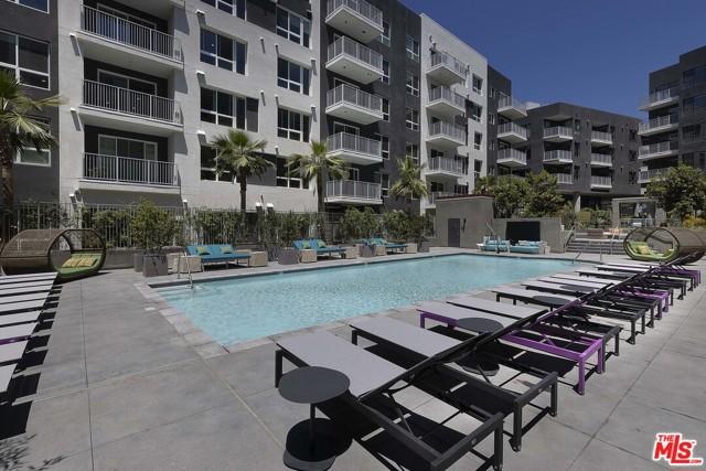1331 N Cahuenga Boulevard, Los Angeles CA: http://media.crmls.org/mediaz/94212906-7EF3-4E17-8DF8-F5054692BEFD.jpg