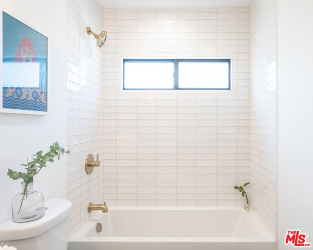 331 Brooks Avenue, Venice CA: http://media.crmls.org/mediaz/944499D9-0FB6-492A-BC67-4F4A8B40EB9A.jpg