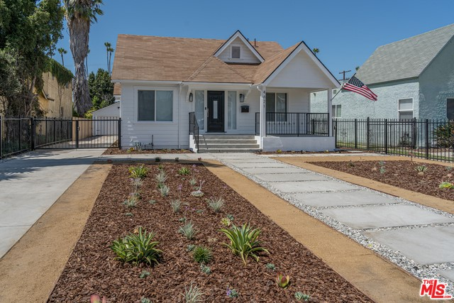 4621 9TH Los Angeles CA 90043
