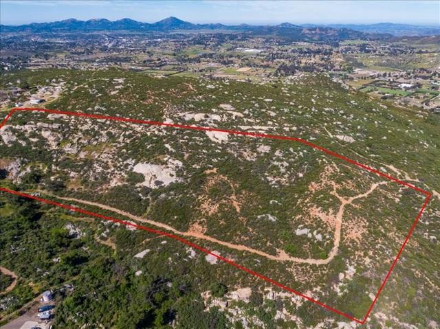 21 Ramona Trails, Ramona CA: http://media.crmls.org/mediaz/94C50A9D-4998-4ABD-95BA-D7B000AC02A1.jpg