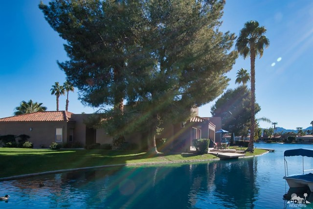 125 Lake Shore Drive, Rancho Mirage CA: http://media.crmls.org/mediaz/94D09DCA-39EF-4561-8387-082B3707ED21.jpg