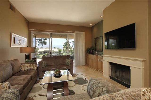 47 Pebble Beach Drive, Rancho Mirage CA: http://media.crmls.org/mediaz/951438A9-83C3-43B5-81C5-A0BA927F0864.jpg