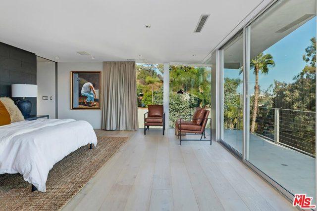 7831 Hillside Avenue, Los Angeles CA: http://media.crmls.org/mediaz/9519EC0B-4712-41CE-8647-F7CF9A3CDEB5.jpg