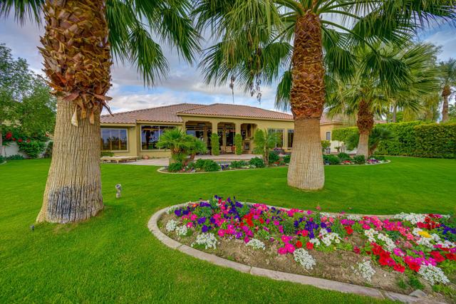 81155 Legends Way, La Quinta CA: http://media.crmls.org/mediaz/952E5F48-AED0-43DE-AD65-FCAE20113252.jpg