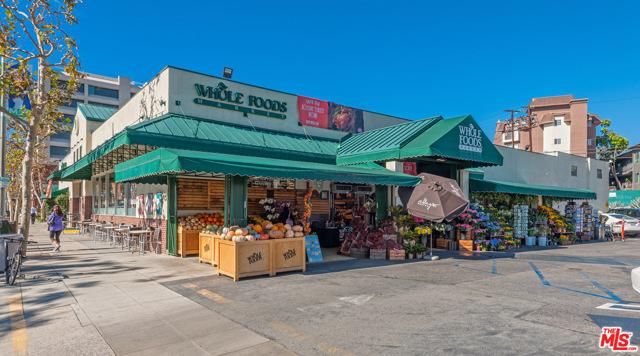1160 Granville Avenue, Los Angeles CA: http://media.crmls.org/mediaz/953A5275-85CA-4081-97CD-8D0E0C2300F3.jpg