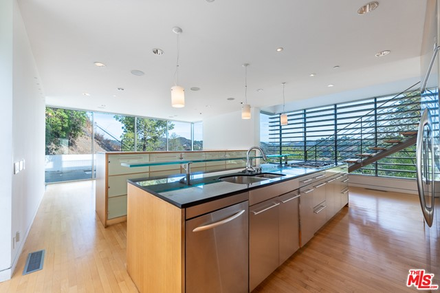 1704 STONE CANYON Road, Los Angeles CA: http://media.crmls.org/mediaz/953B8A91-3E30-4ECF-B49B-2C5777FB194C.jpg