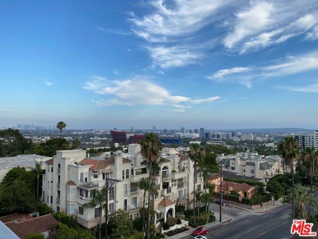999 N Doheny Drive, West Hollywood CA: http://media.crmls.org/mediaz/9596D8C7-2475-4A72-B4B2-910158CB77CA.jpg