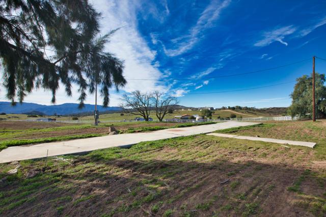 39201 San Ignacio Road, Hemet CA: http://media.crmls.org/mediaz/961A846B-C06E-41EC-B13C-61E50DCD2C44.jpg