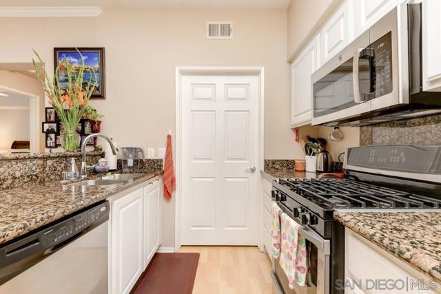 10848 Scripps Ranch Blvd, San Diego CA: http://media.crmls.org/mediaz/96398508-dc3b-4805-842f-ff6ae048ae6d.jpg