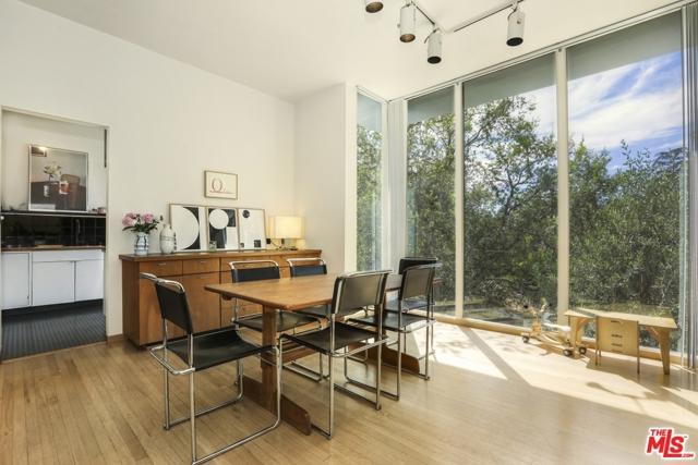 3246 Primera Avenue, Los Angeles CA: http://media.crmls.org/mediaz/965D73ED-80C6-4098-B30C-D53F8585AB61.jpg