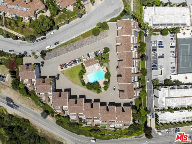 23926 De Ville Way, Malibu CA: http://media.crmls.org/mediaz/9691F64D-66C5-4D90-910D-E77B5B442233.jpg