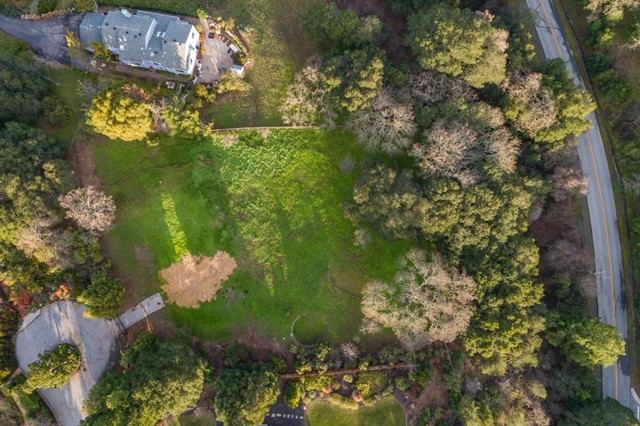 27474 Sunrise Farm Road, Los Altos Hills CA: http://media.crmls.org/mediaz/9697961D-1279-4A1C-AF85-44232C2377A4.jpg