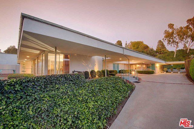 Photo of 1040 WOODLAND Drive, Beverly Hills, CA 90210