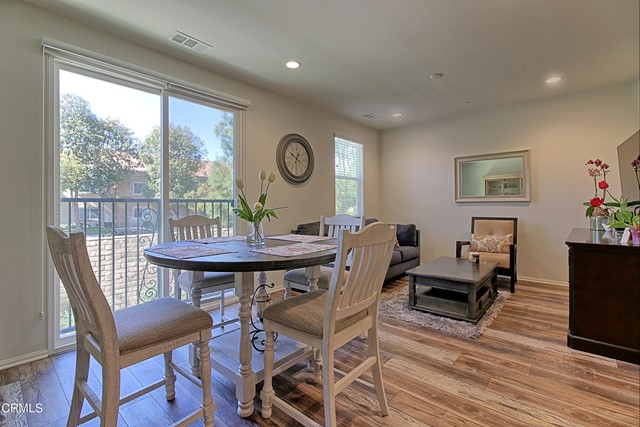 437 Castiano Street, Camarillo CA: http://media.crmls.org/mediaz/9715C20C-8F98-4B90-87E5-A69768993958.jpg