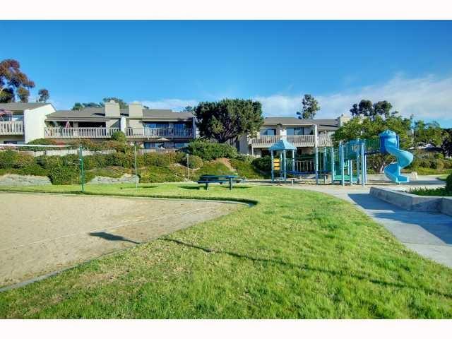 13330 Caminito Mar Villa, Del Mar CA: http://media.crmls.org/mediaz/9724E6D7-D4AD-4D9B-9C45-8DAEEDBAF23E.jpg